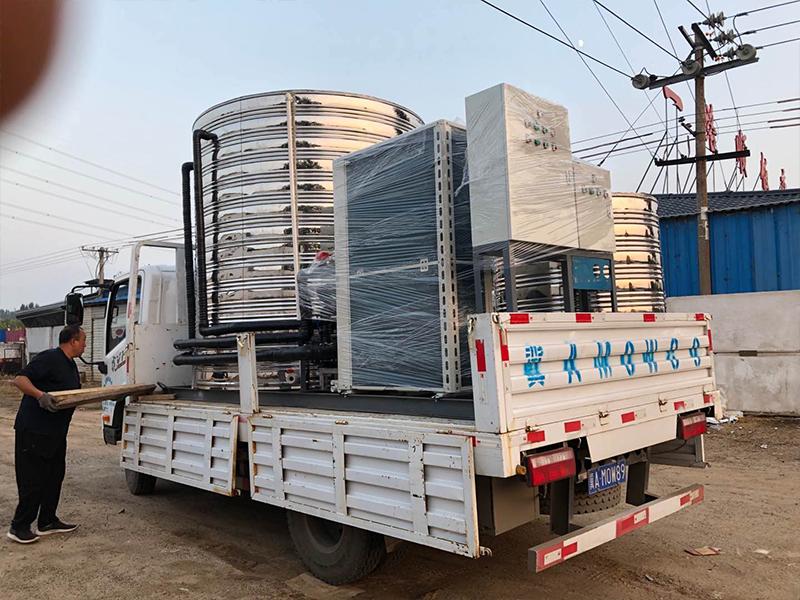 工厂宿舍用小型空气能热水工程是选配机型和保温水箱的?